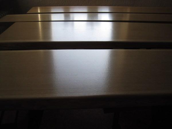Thekenplatten, Sitzbänke, Tresen, Eiche mit Naturkante, Baumkante bzw. Live-Edge, lackiert