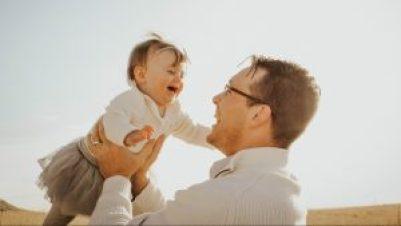 Børneopdragelse, naturligopdragelse, forældre, forældreskab, familie, harmoni i familien, børn, barndom, barn, glade børn