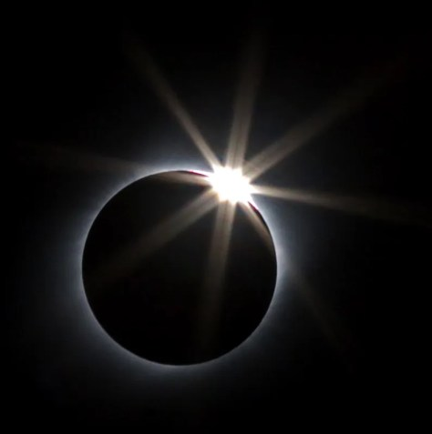 A photograph showing the Sun's diamond ring during a total eclipse.