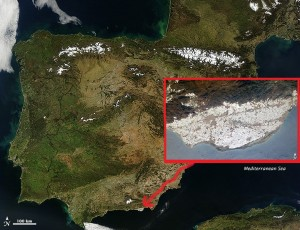 A photograph taken from the International Space Station shows the extent of the greenhouse-covered area of El Ejido, relative to the whole of Spain.