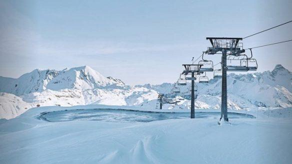 Hochalpsee in Warth, Winter