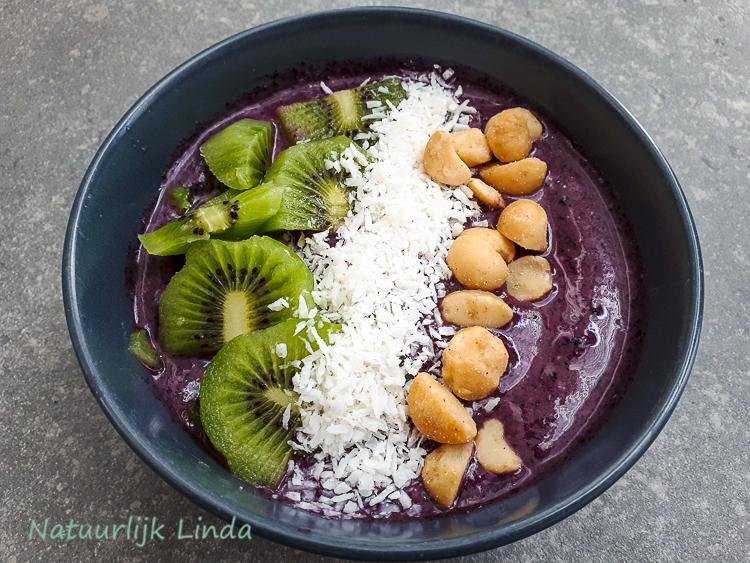 Acai bowl kiwi macadamia Hawaii