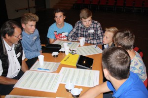 En god del af dagen gik med at diskutere de unges forventninger i mindre grupper med en byrådspolitiker tilknyttet