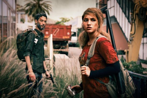 cosplays Ellie Joel the last of us