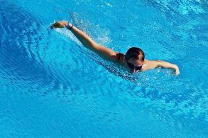 🐬 Nauka pływania stylem motylkowym – delfinem motylkiem