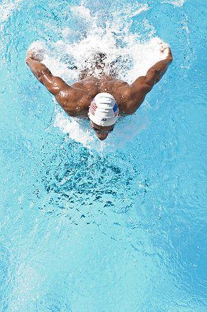 chowanie głowy w delfinie, nauka pływania