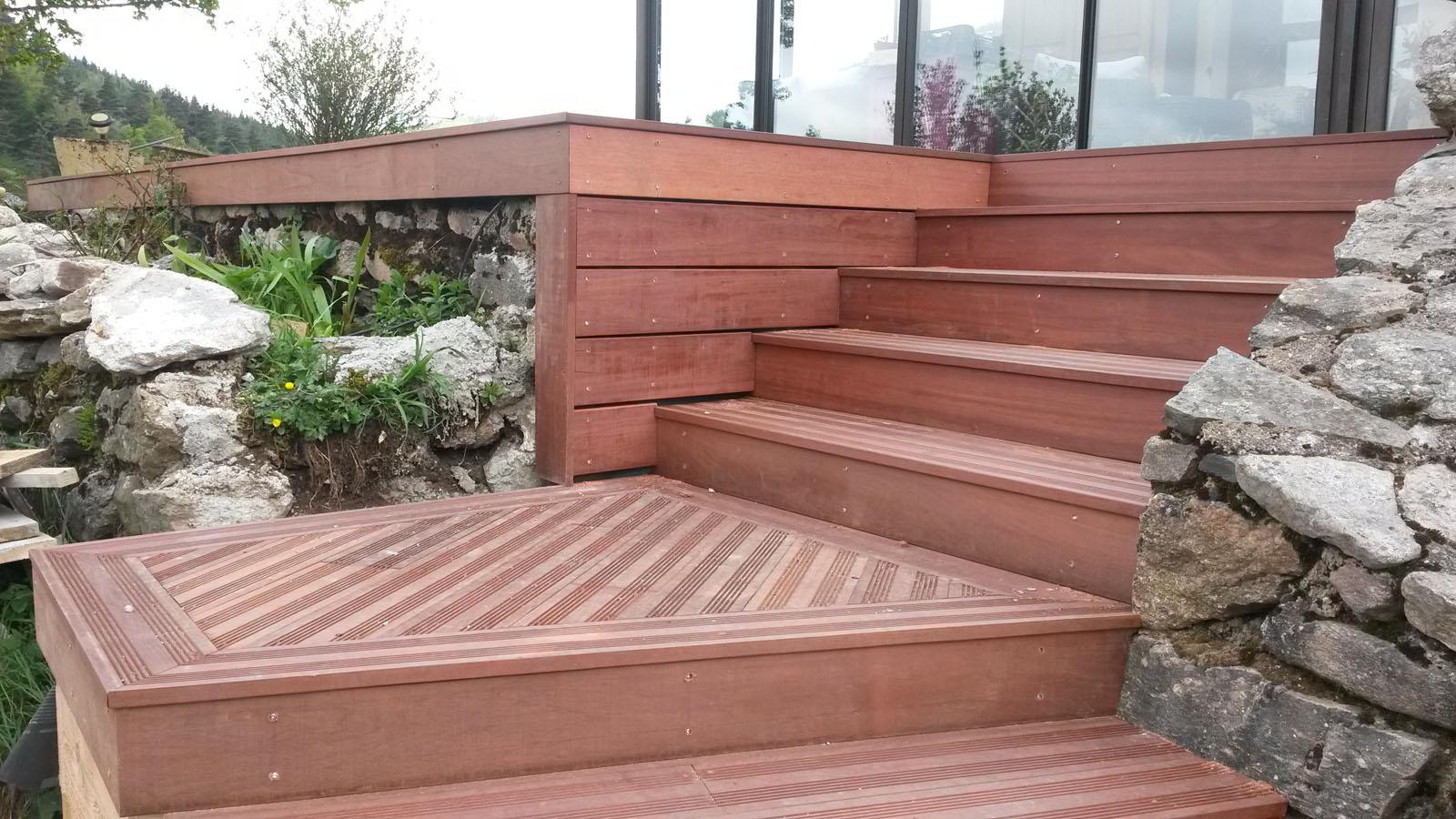 Terrasse en Massaranduba et son escalier