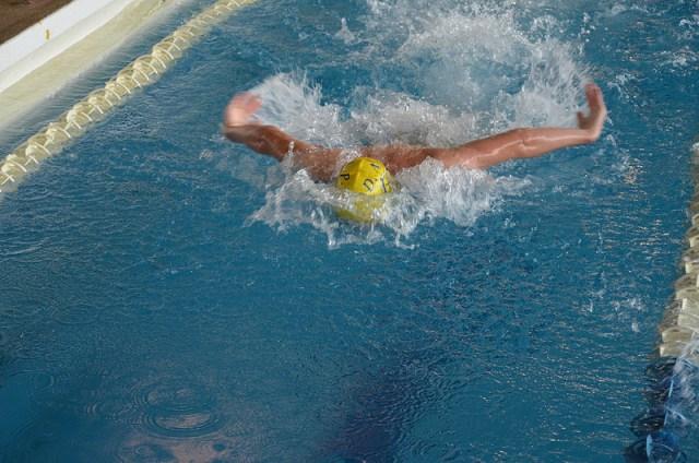 Nadador estilo mariposa
