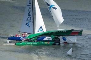 Extreme Sailing Series : Percuté par Aberdeen à Singapour, Groupama ne renonce pas