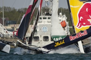 Extreme Sailing Series : Alinghi win in Qingdao despite a huge crash with Red Bull Sailing Team