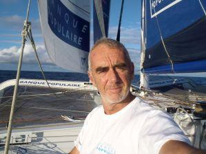 Route du Rhum : Loïck Peyron à mi-parcours, coup de vent sur les retardataires