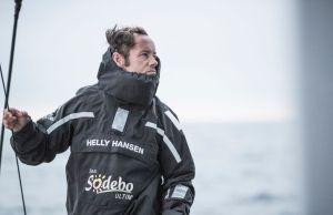 Thomas Coville magistral, bat le record du tour du monde en solitaire en multicoque