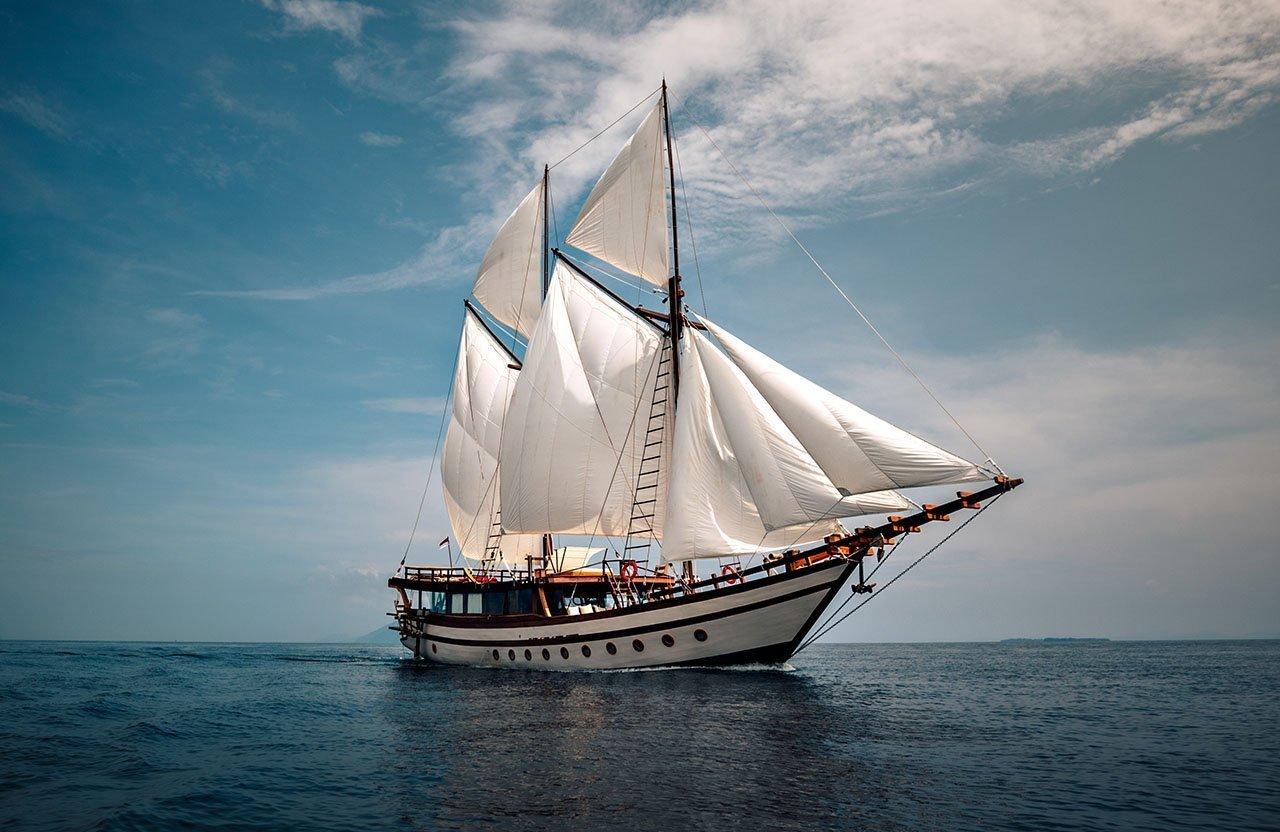 Senja Yacht – Luxury Boat Trip Indonesia