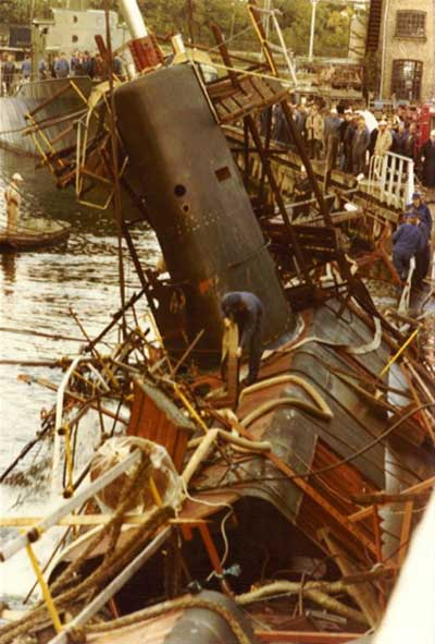 Undervandsbåden SPÆKHUGGEREN hæves