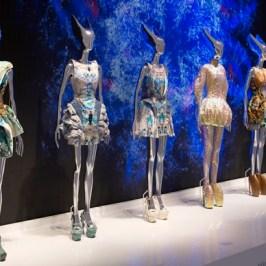 Alexander McQueenイギリスの天才ファッションデザインナー
