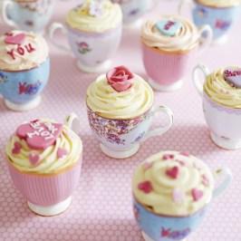 イギリスの歴史と伝統を受け継ぐ美しい食器、陶磁器