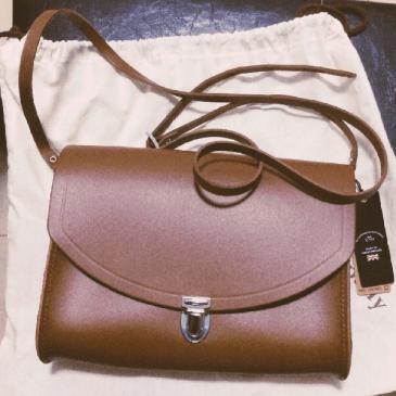 1万円以下のイギリス発祥のブランド上質革バッグ~王室御用達も