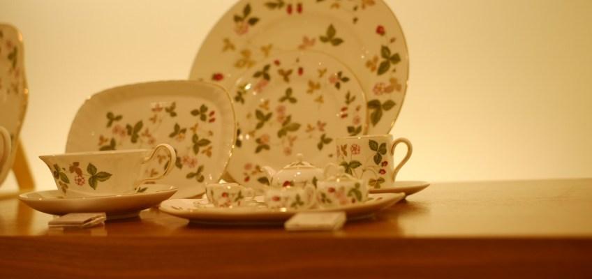 クリスマスを飾るイギリスの食器と陶磁器
