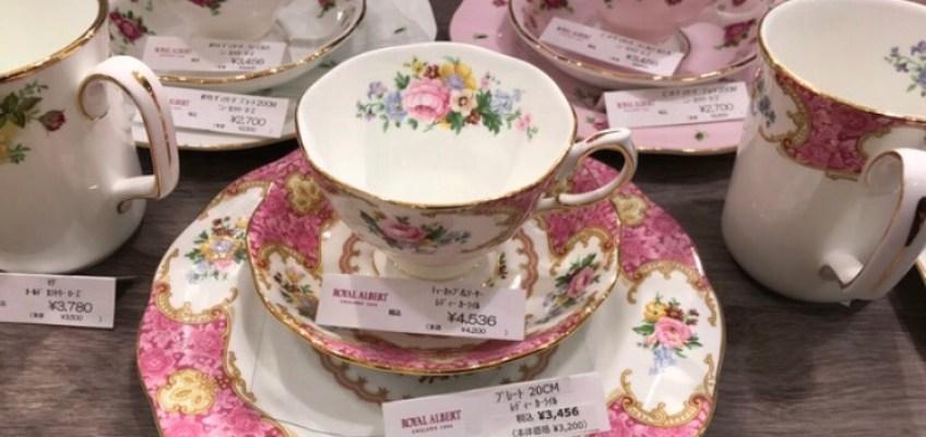 イギリスの食器陶磁器・ピンク色の花柄ロイヤルアルバート