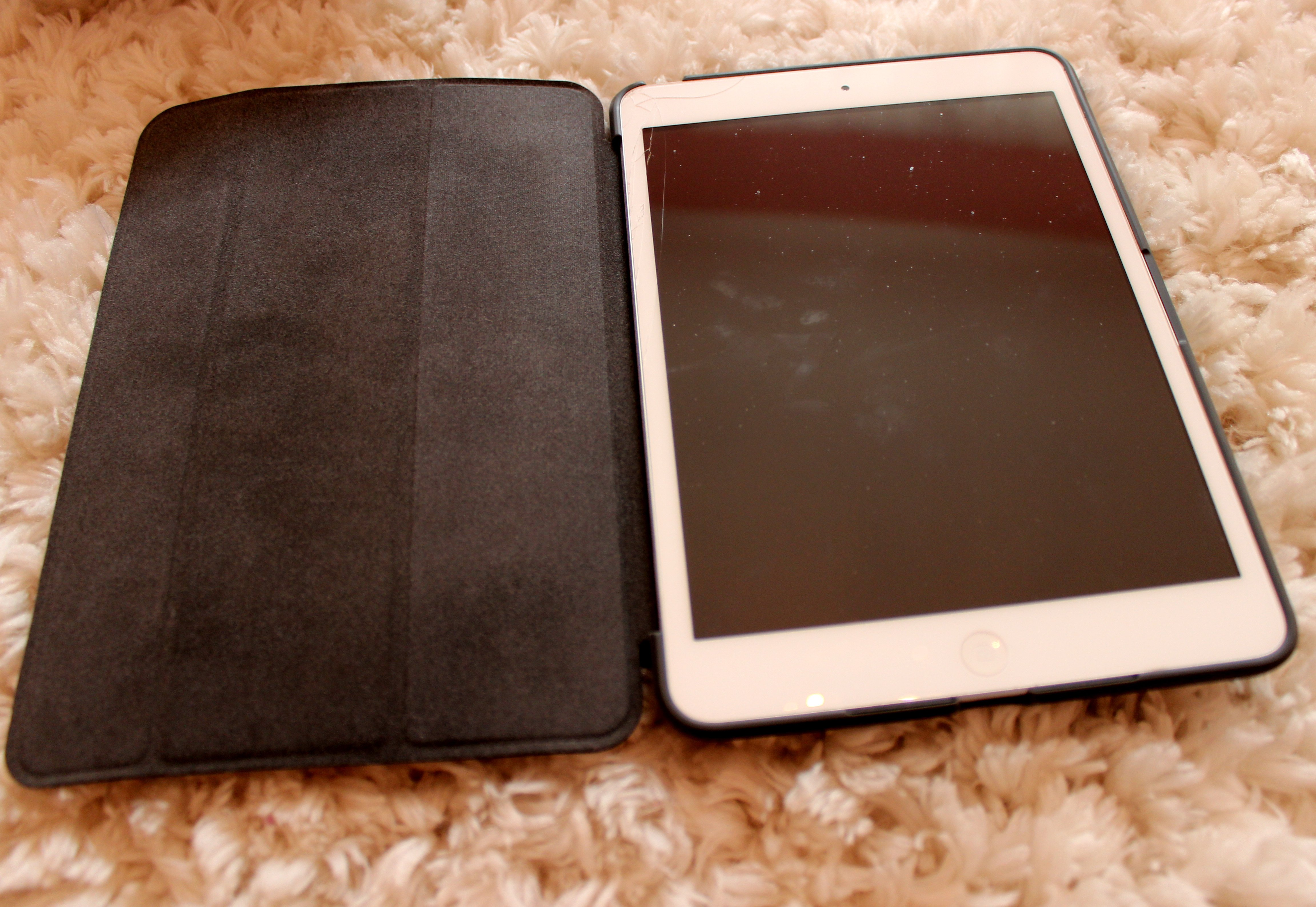 You can open and use the ShowFolio, like basic tablet cases.