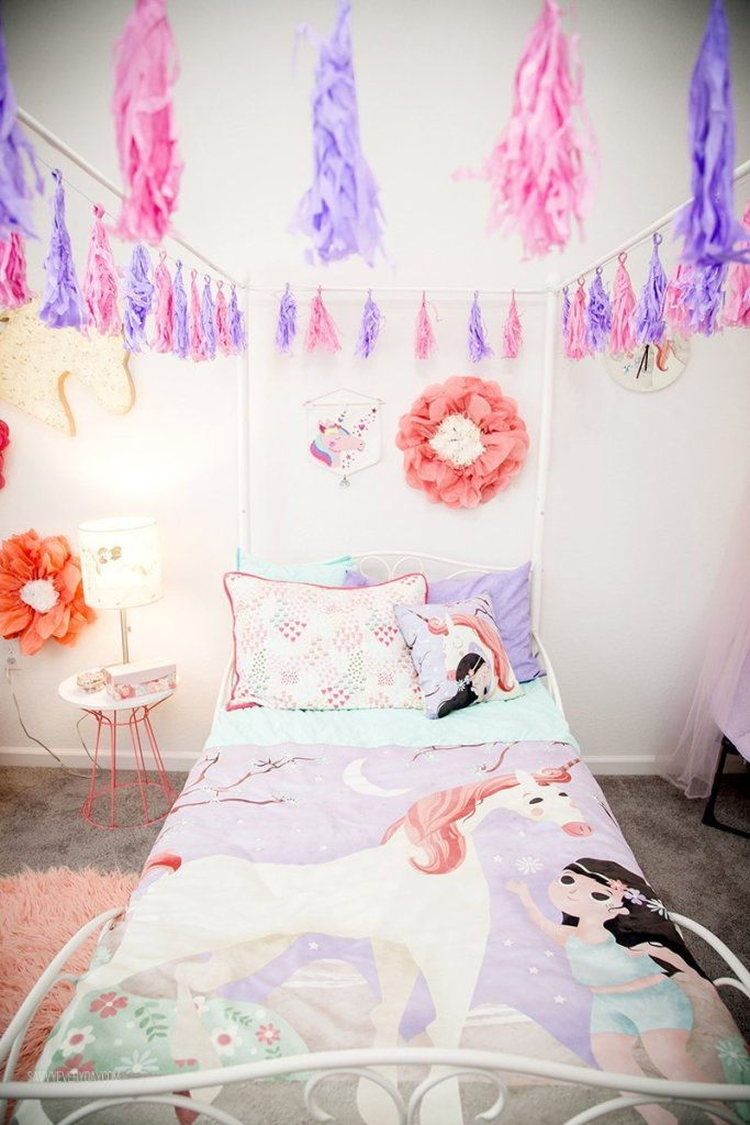 front view of S' unicorn bed