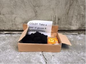 635881952005882535-gloves