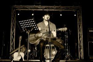 Singer guitarist musician performance