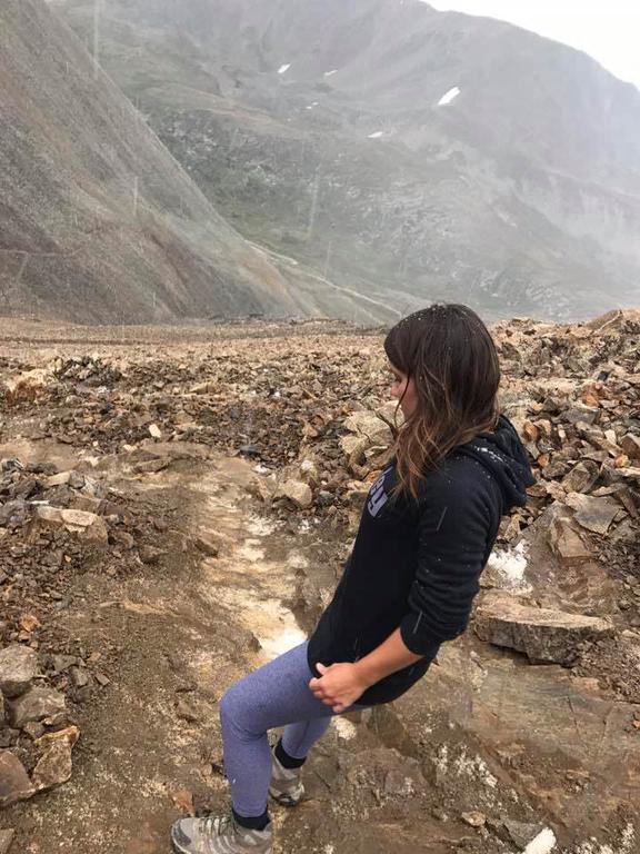 Она слышала легенду о собаке, которая ночью лает в горах. А потом пошла в поход... Её находка потрясла весь мир.