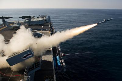Image-of-the-Day-USS-Essex-Fires-Sea-Sparrow-Missile