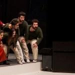 نەوا موکرجی لە نمایشی شانۆی مارا/ساددا. 2016