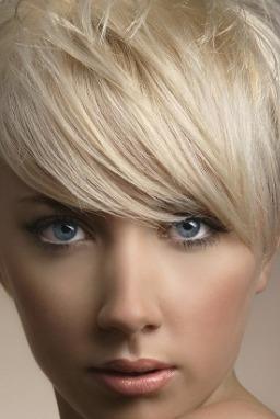 لصاحبات الشعر الخفيف قصات و تسريحات تمنحك الاطلالة الجذابة