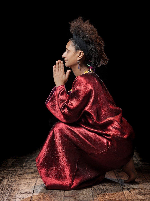 Nawal Prayer / Photo © Emmanual Delaloy