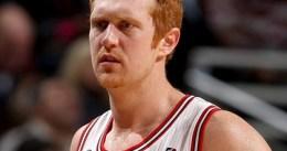 Brian Scalabrine cambia los Bulls por los Celtics, pero no como jugador