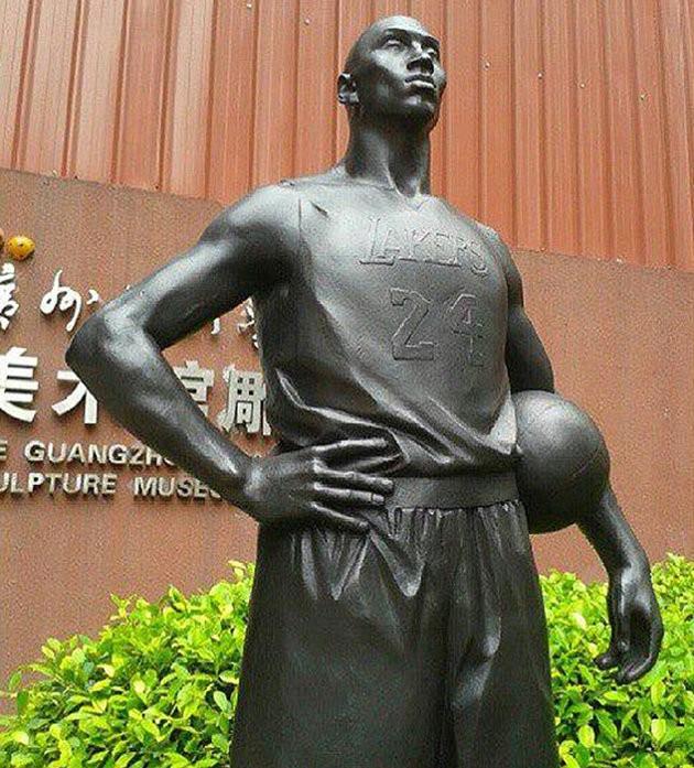 Kobe_bryant_escultura