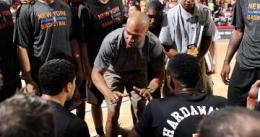 Derek Fisher debuta con victoria en el banquillo de los Knicks
