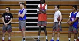 El hijo de Manute Bol, 2'10 metros, juega como un base