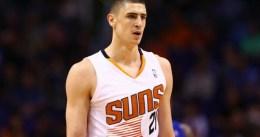 Alex Len seguirá en los Suns bajo su oferta cualificada