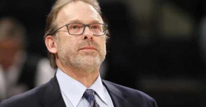 Kurt Rambis entrenará la defensa de los Knicks