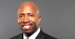 Los Rockets se reunirán con Kenny Smith