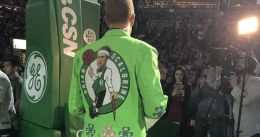 Scalabrine se presenta en Boston con una americana verde con su cara