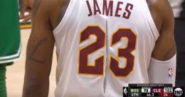 Nike estudia por qué se rajó la camiseta de LeBron