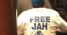 """""""Free Jah"""", la camiseta del padre de Jahlil Okafor"""