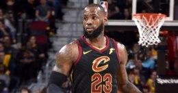 LeBron fue demasiado para Charlotte: triple-doble y victoria