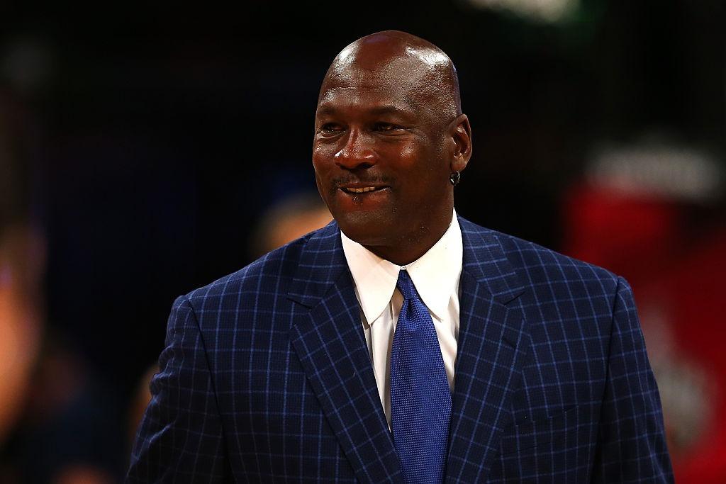 Michael Jordan inicia el 2019 en un lujoso yate de $80 millones con cancha de baloncesto