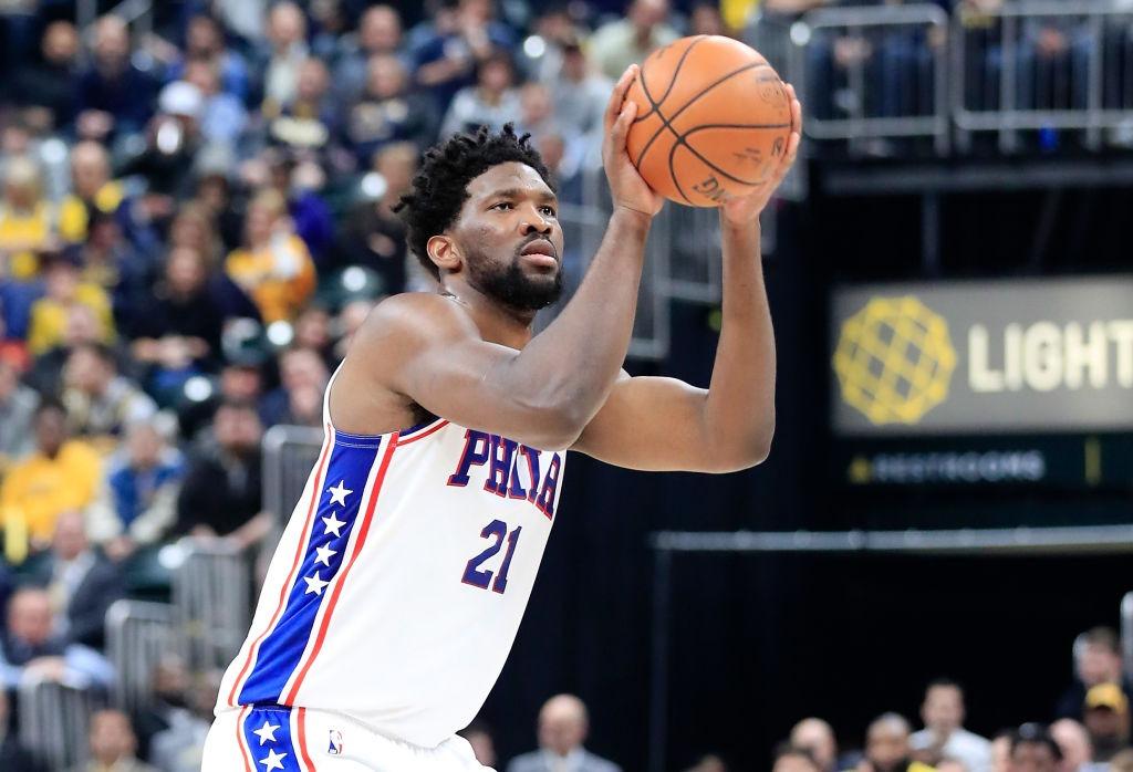 Embiid vuelve y 76ers con ventaja sobre Nets