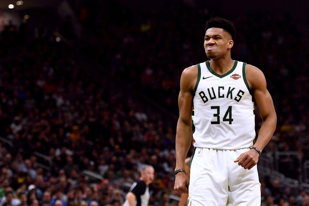Bucks, cerca de la barrer a Pistons