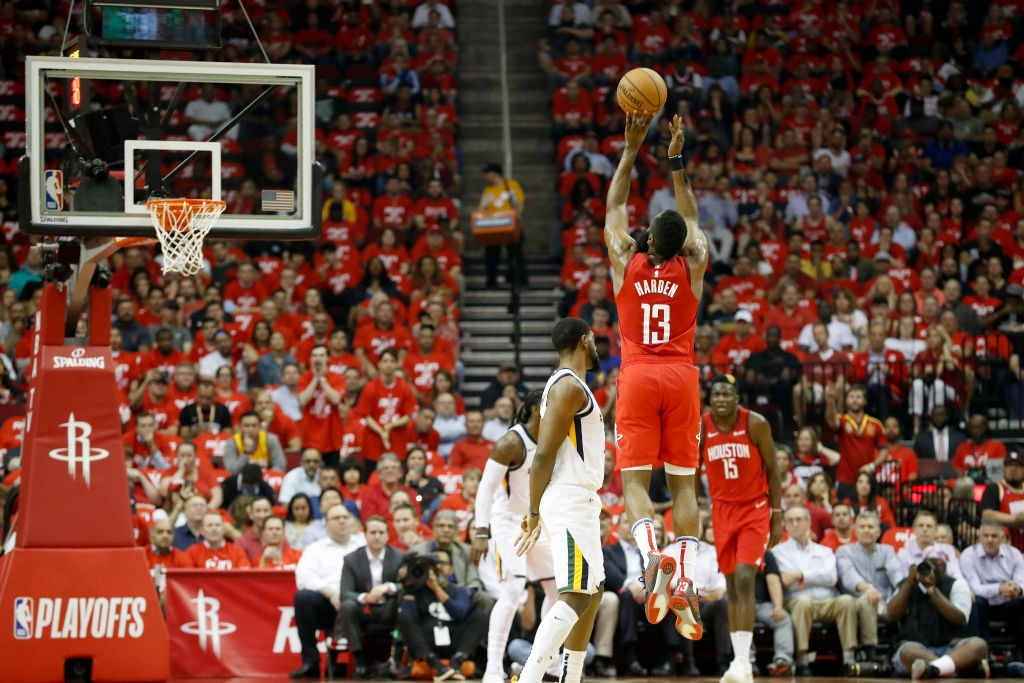 James Harden y Rockets fuliman al Utah Jazz