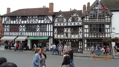 The oldest pub in Stratford in the middle