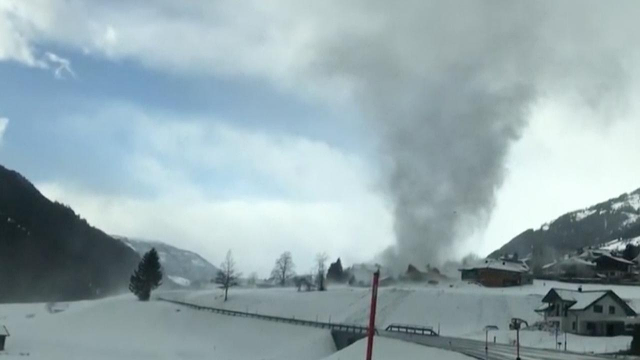 snow-tornado_382006
