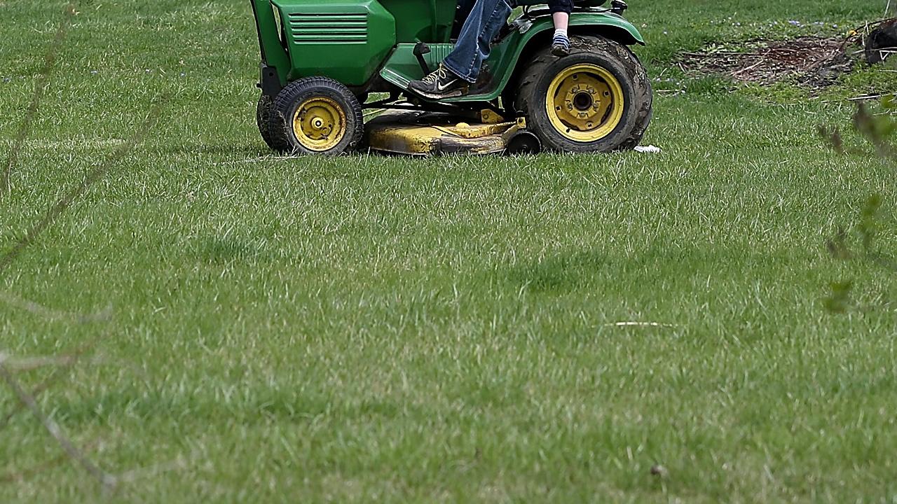 lawn mower_404896